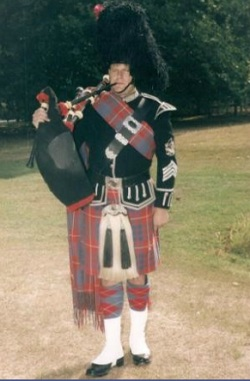 #2152 - Pipe Band, Piper