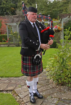 #1681 - Pipe Band, Piper